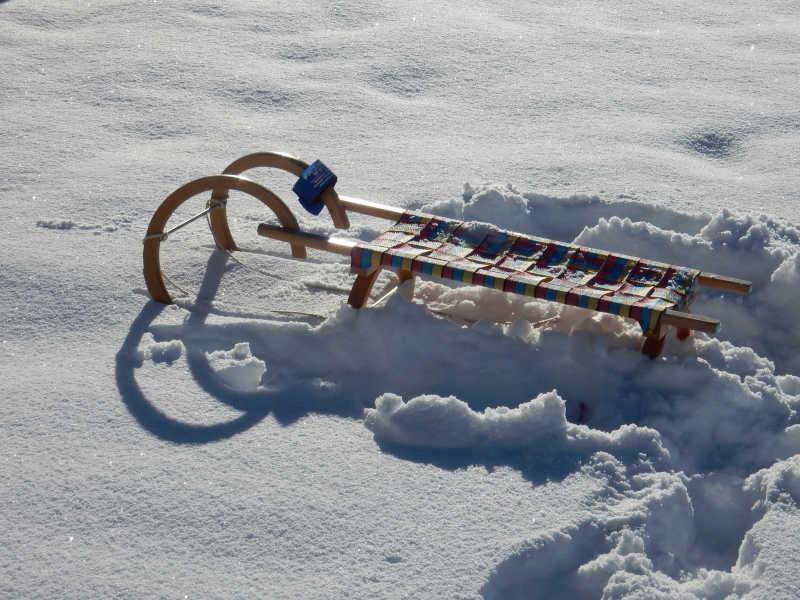 Freizeit - Winterfreizeit - Rodeln - Symbolfoto