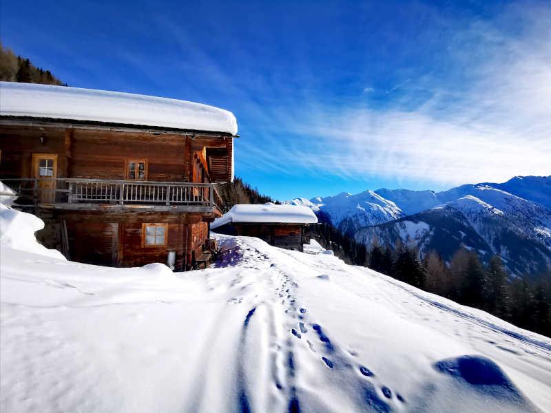 Freizeit - Winterfreizeit - Schneeschuhwandern - Symbolfoto